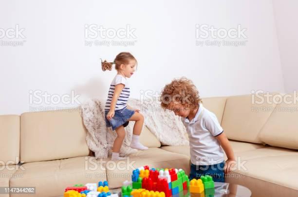 Bruder Schwester spielen Spiel