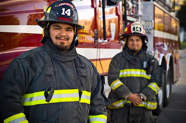 frères pompiers - pompier photos et images de collection