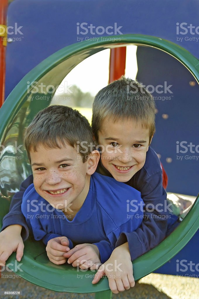 Fratelli giocare foto stock royalty-free