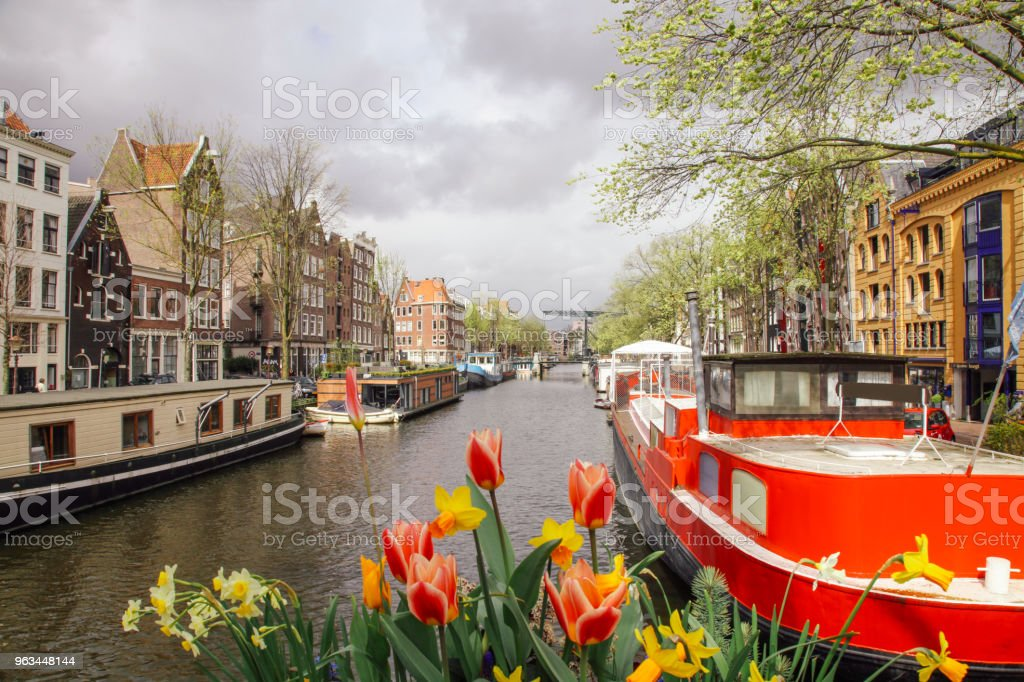 canal Brouwersgracht bateaux à Amsterdam, Pays-Bas - Photo de Amsterdam libre de droits