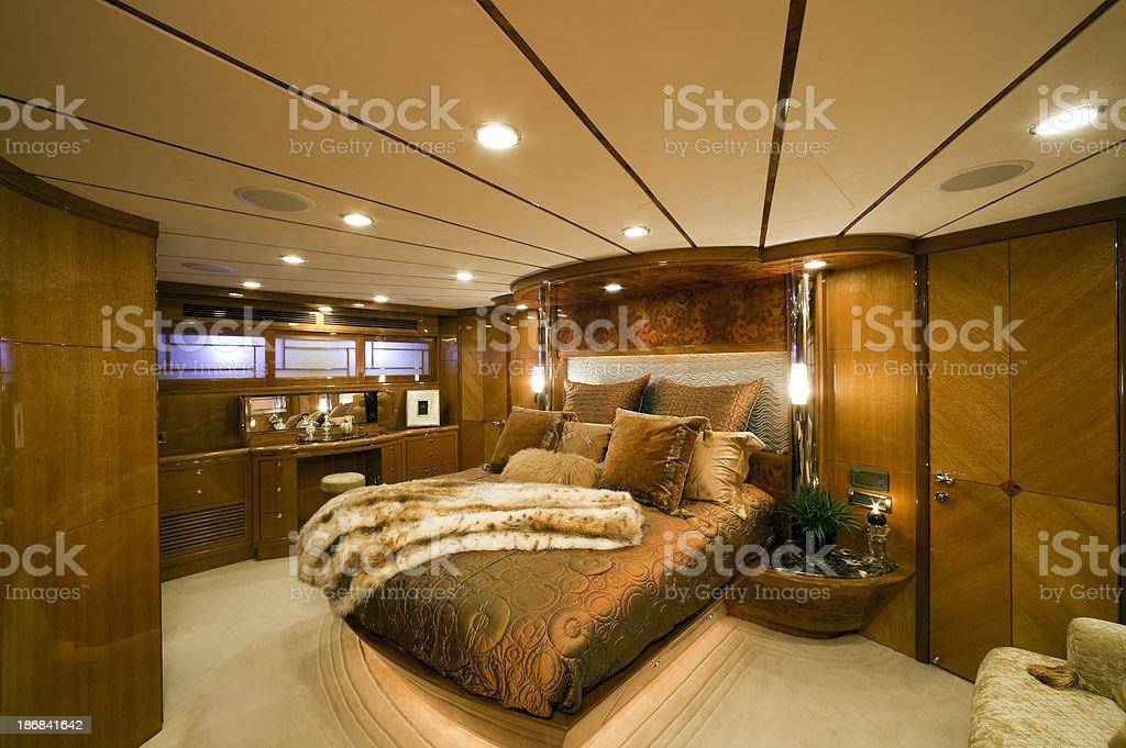 Gold Und Braun Schlafzimmer Auf Der Yacht Stock Fotografie Und Mehr
