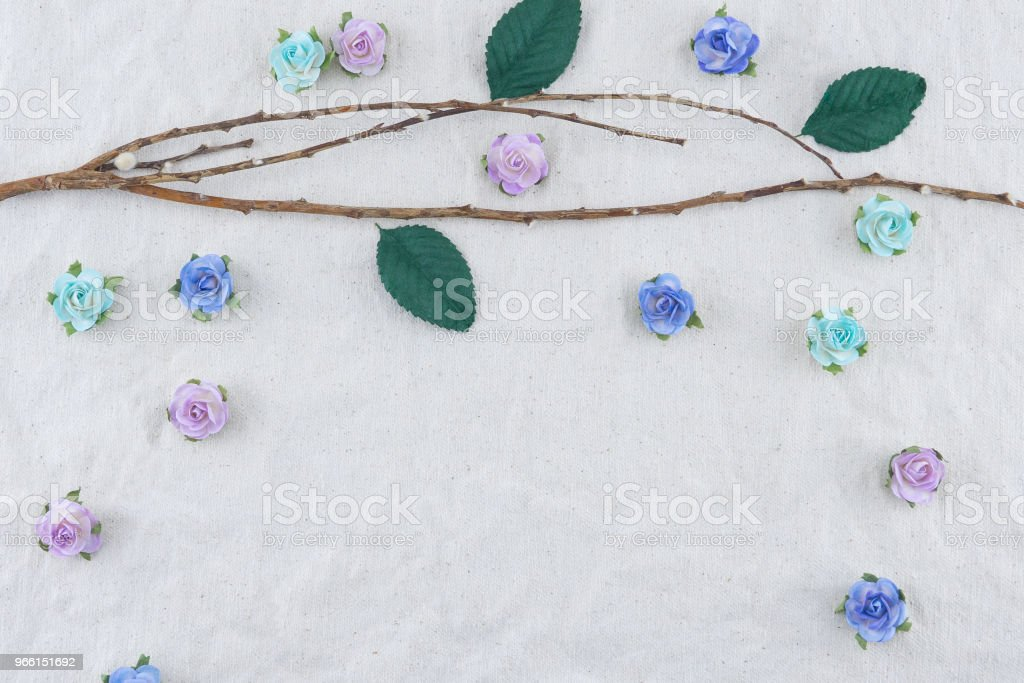 Brown branch decorate with blue tone rose paper flowers - Royalty-free Algodão Foto de stock