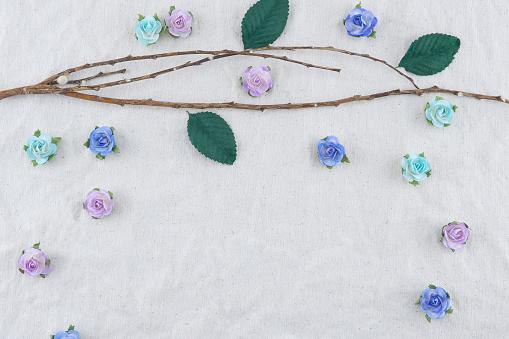 Brown Branch Decorate With Blue Tone Rose Paper Flowers - Fotografias de stock e mais imagens de Algodão