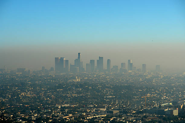 marrón capa de los ángeles smog - contaminación ambiental fotografías e imágenes de stock