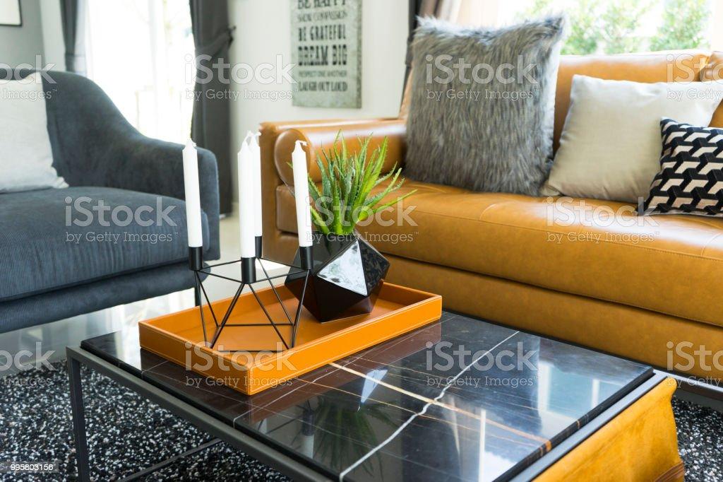 Braune Ledercouch Im Wohnzimmer Stockfoto Und Mehr Bilder
