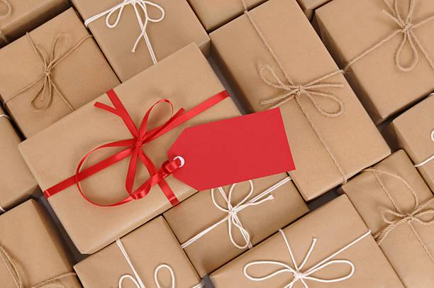 packpapier-packages und geschenk - besondere geschenke stock-fotos und bilder