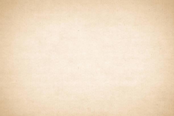 brązowa tekstura papieru rzemieślniczego z recyklingu jako tło. kremowa konsystencja papieru, stara strona vintage lub winieta grunge. wzór szorstki sztuki pognieciony list grunge. płyta główną z miejscem na kopiowanie. - beżowy zdjęcia i obrazy z banku zdjęć