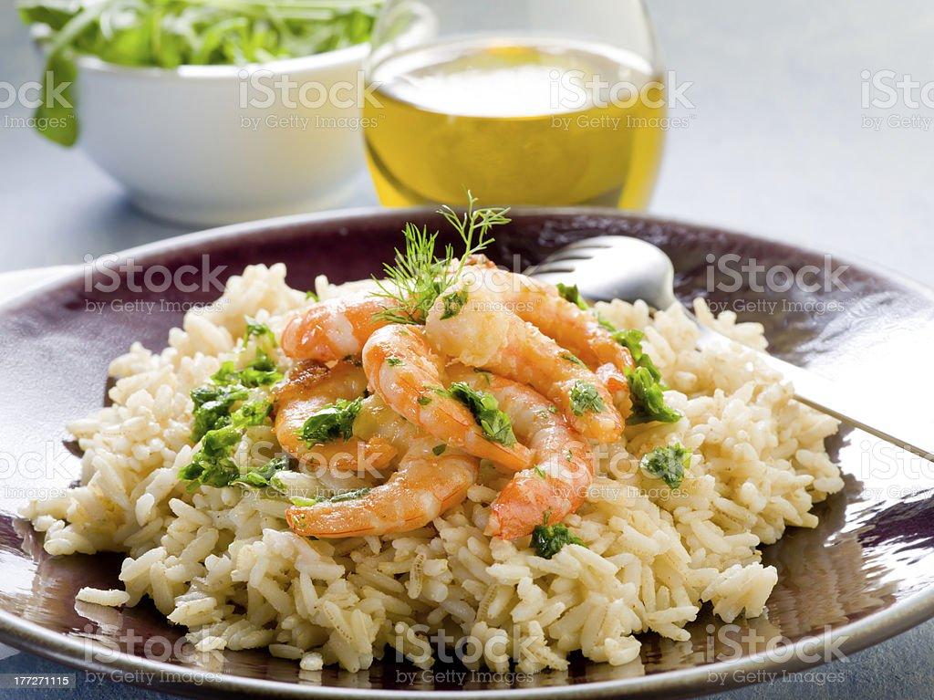 Brauner Reis mit Shrimps und Rucola-pesto – Foto