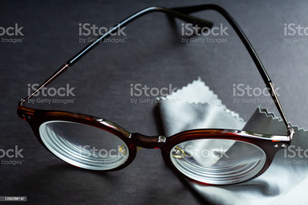 Brown shortsighted or nearsighted eyeglasses with microfibre cleaning...