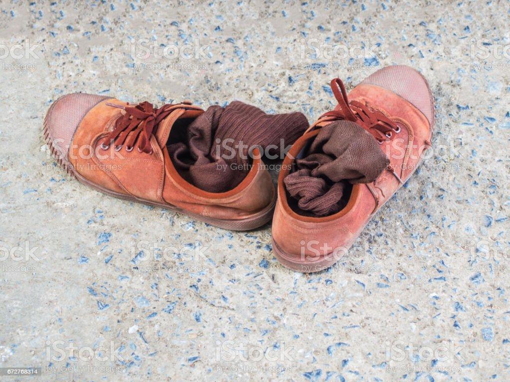 stock zapatos en marrón de cemento de de marrón y estudiante el del piso foto calcetines w6gqIn0w