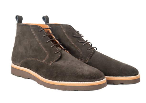 bruin suède schoenen - shoe stockfoto's en -beelden