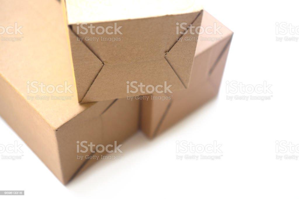 Bandeja marrón o paquete de papel marrón sobre fondo blanco - Foto de stock de Almacén libre de derechos