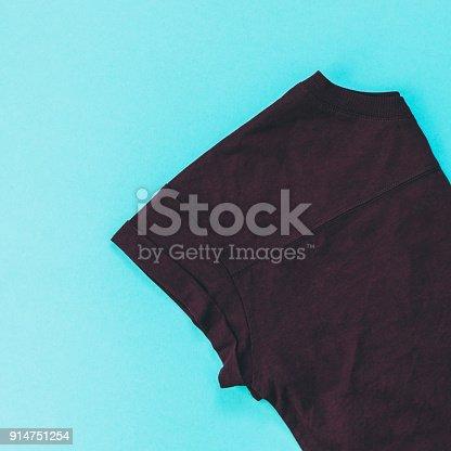 640200626istockphoto brown t-shirt 914751254