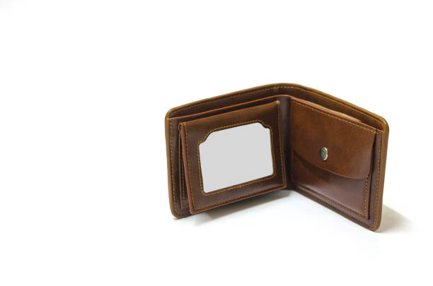 braune geldbörse isoliert auf weiss mit beschneidungspfad. - leder portemonnaie herren stock-fotos und bilder