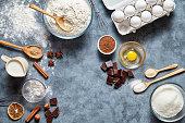 ブラウニー生地準備クッキーやパイのレシピ ingridients、甘い食べ物フラット レイアウト平面図