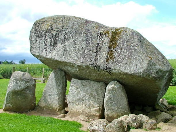 Brownshill dolmen a megalithic portal tomb in County Carlow, Ireland. Brownshill dolmen a megalithic portal tomb in County Carlow, Ireland. portal dolmen stock pictures, royalty-free photos & images
