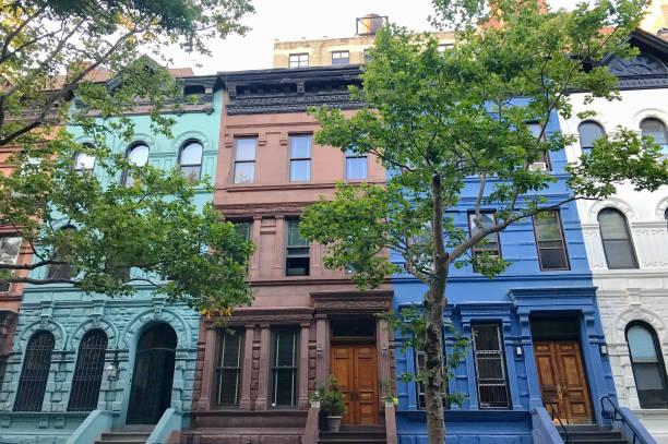 NYC Brownstone Multi colorido subir - foto de acervo