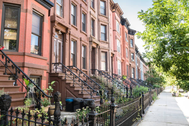brownstones apartment in brooklyn - terraced houses stock photos and pictures