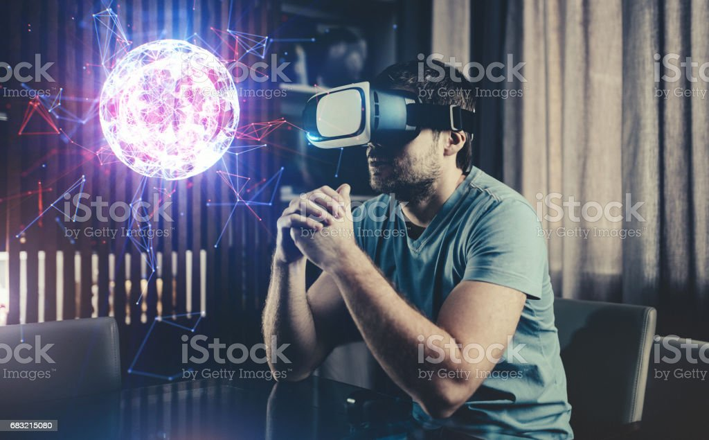 Browsing a Virtual World in Virtual Reality Glasses foto de stock royalty-free