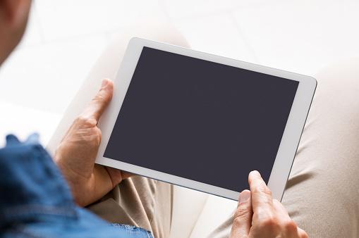 Browsing On Tablet - Fotografie stock e altre immagini di Abbigliamento casual