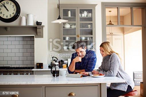 istock Browsing over breakfast 579749626