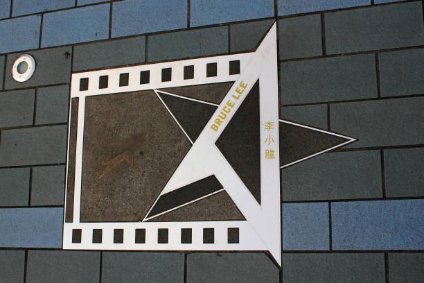 Estrela de Bruce Lee na Avenida das estrelas, em Hong Kong. - foto de acervo