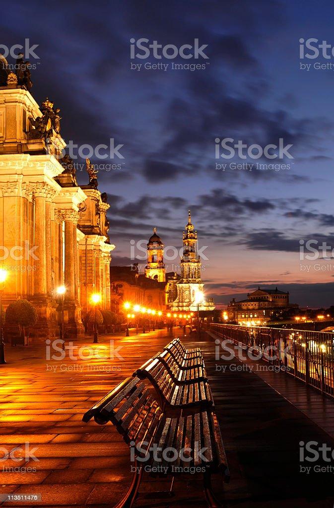 Bruehl En Dresden En La Terraza Por La Noche Con El Cielo