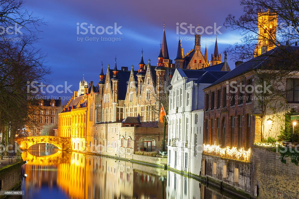 Bruges. Vert canal. - Photo