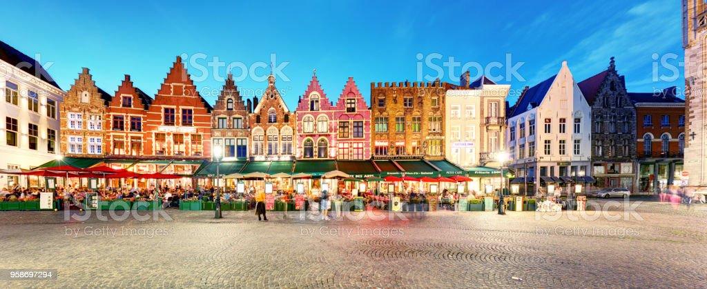Bruges - Panorama de la place du marché de nuit, Belgique - Photo