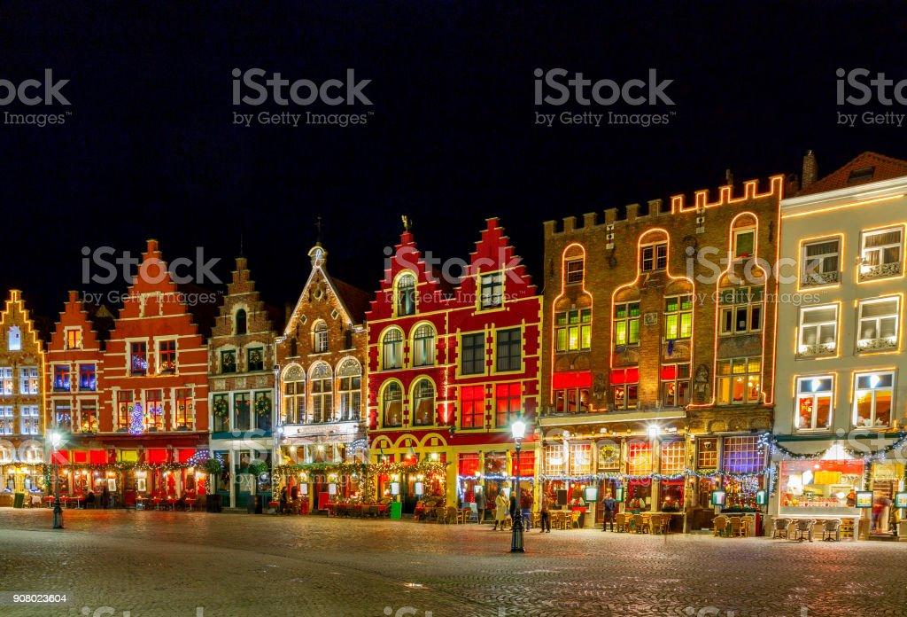 Brugge. Place du marché de nuit. - Photo