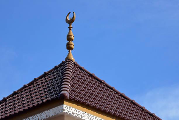 brunei : islamica mezzaluna e cielo, paese sotto shariah legge - sharia foto e immagini stock