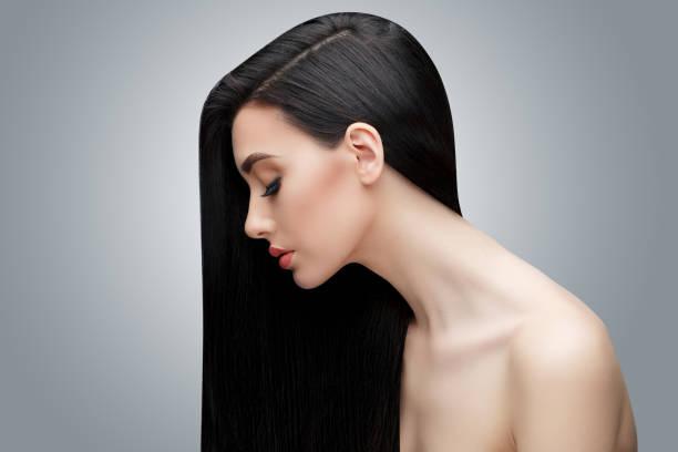 brunette aziatisch meisje met lang steil haar - lang haar stockfoto's en -beelden