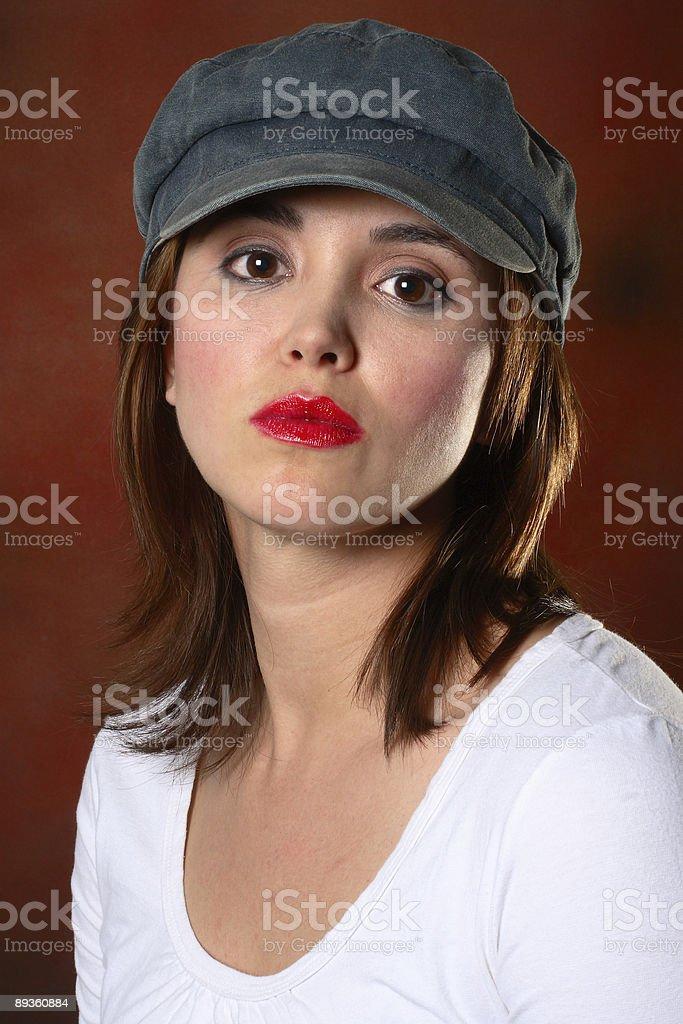 Brunette z Czerwone tło z zbiór zdjęć royalty-free