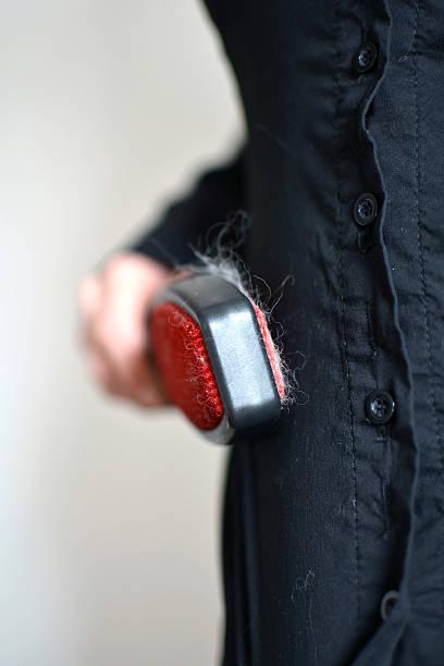 brush mit katze haar - entfernen von tierhaaren stock-fotos und bilder