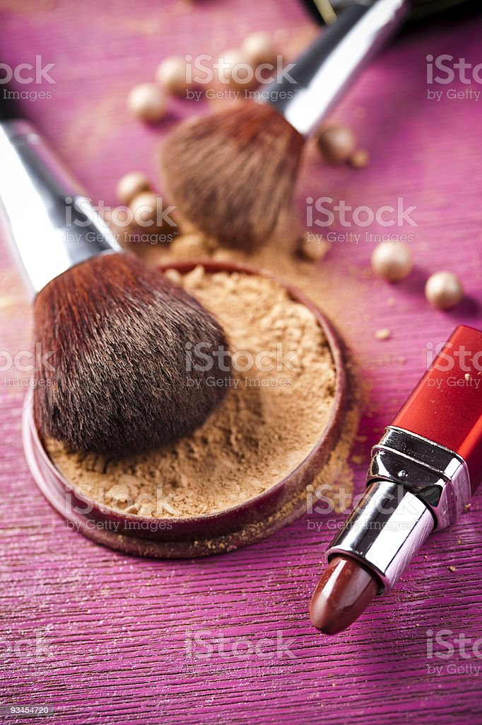 Pinsel und Gesichtspuder, make-up Lizenzfreies stock-foto