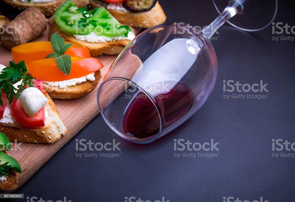 Brushetta set for wine photo libre de droits