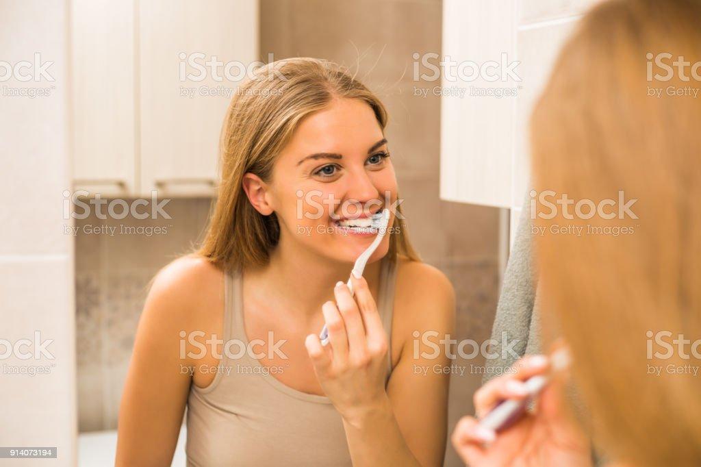 Zähne putzen  – Foto
