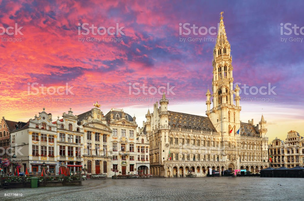 Bruxelles, Grand Place, au lever du soleil de l'été belle, Belgique - Photo
