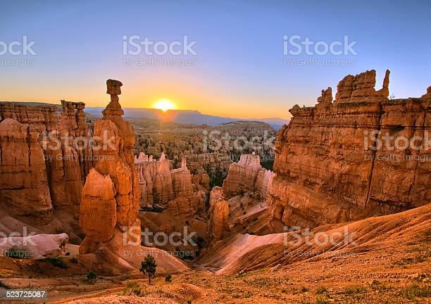 Bryce canyon sunrise picture id523725087?b=1&k=6&m=523725087&s=612x612&h=yv f4udl0csxqikz wcrfr fs6pqi435a4hug1vuoqw=