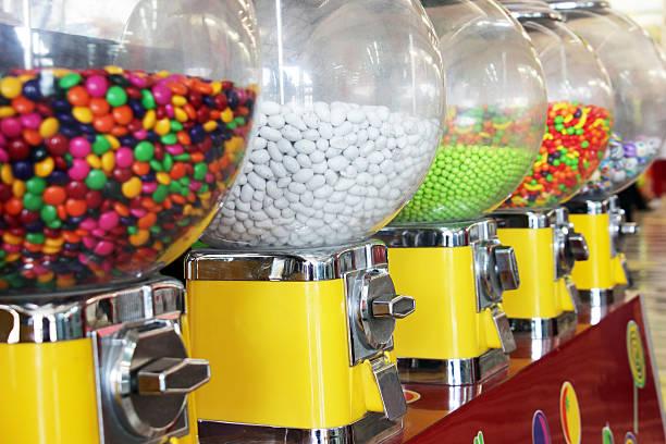 bubble gum machines - sakız şekerleme stok fotoğraflar ve resimler
