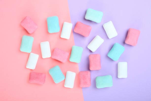 kauwgom - kauwgom stockfoto's en -beelden
