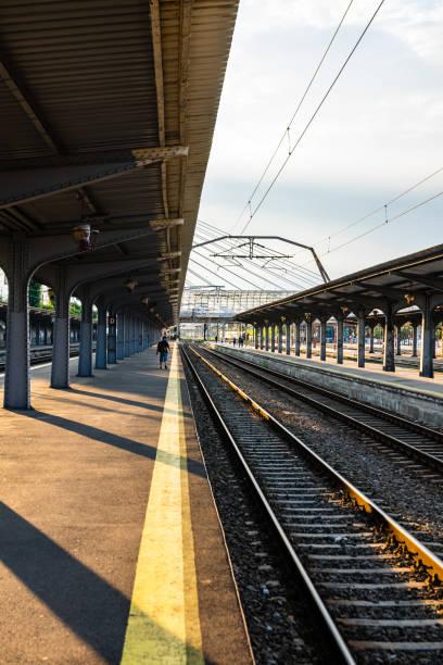 Bukarest Nordbahnhof, einer der wichtigsten in der Stadt, hat eine Eisenbahnverbindung mit Otopeni Flughafen. (Gara de Nord) – Foto
