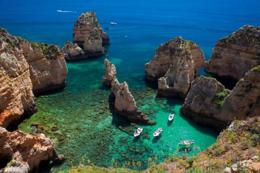 Felsen an der Lagos Kueste, Algarve, Portugal