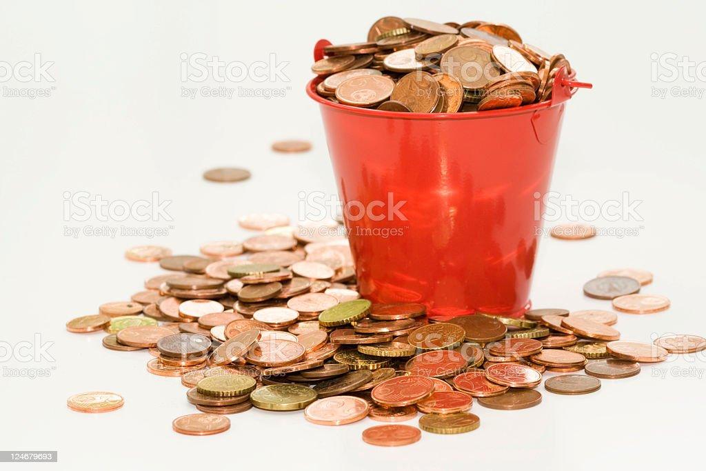Eimer mit Münzen – Foto