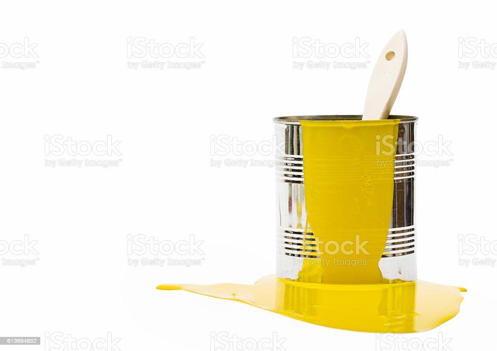 Bucket with yellow paint - foto de acervo