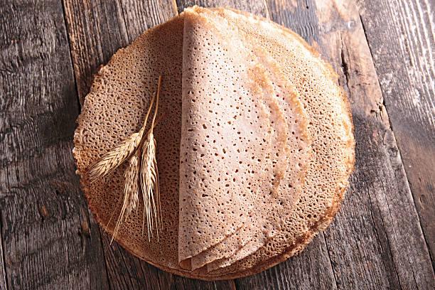 buchweizen-crèpe  - buchweizenpfannkuchen stock-fotos und bilder