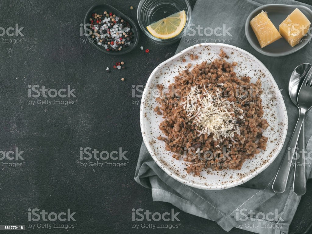 Buckwheat risotto with dried mushrooms – zdjęcie