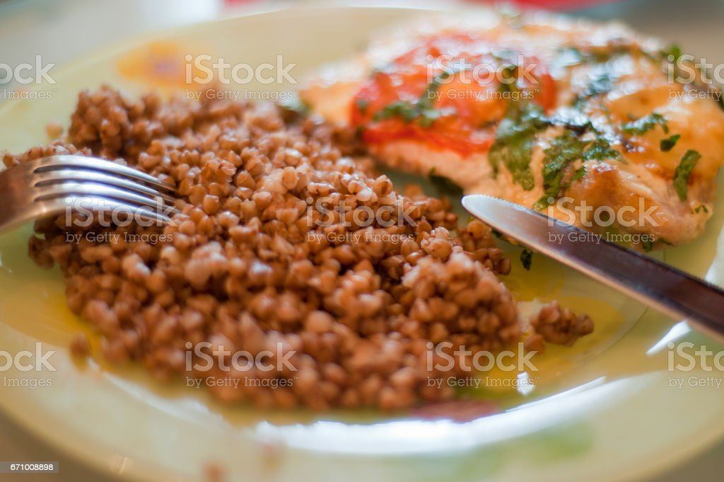 Buckwheat with chicken breast on the plate – zdjęcie
