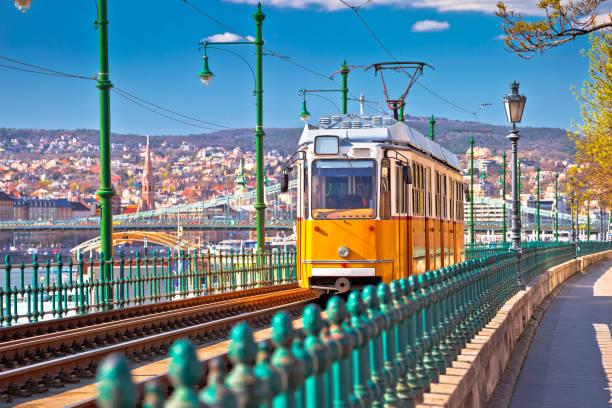 budapest donau river waterfront historic yellow tramway view - linea tranviaria foto e immagini stock