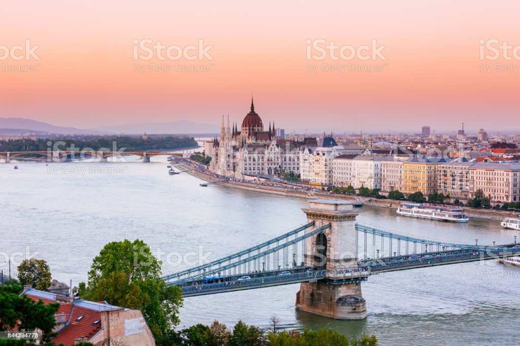 Boedapest, Hongaarse Parlement bij zonsondergang foto